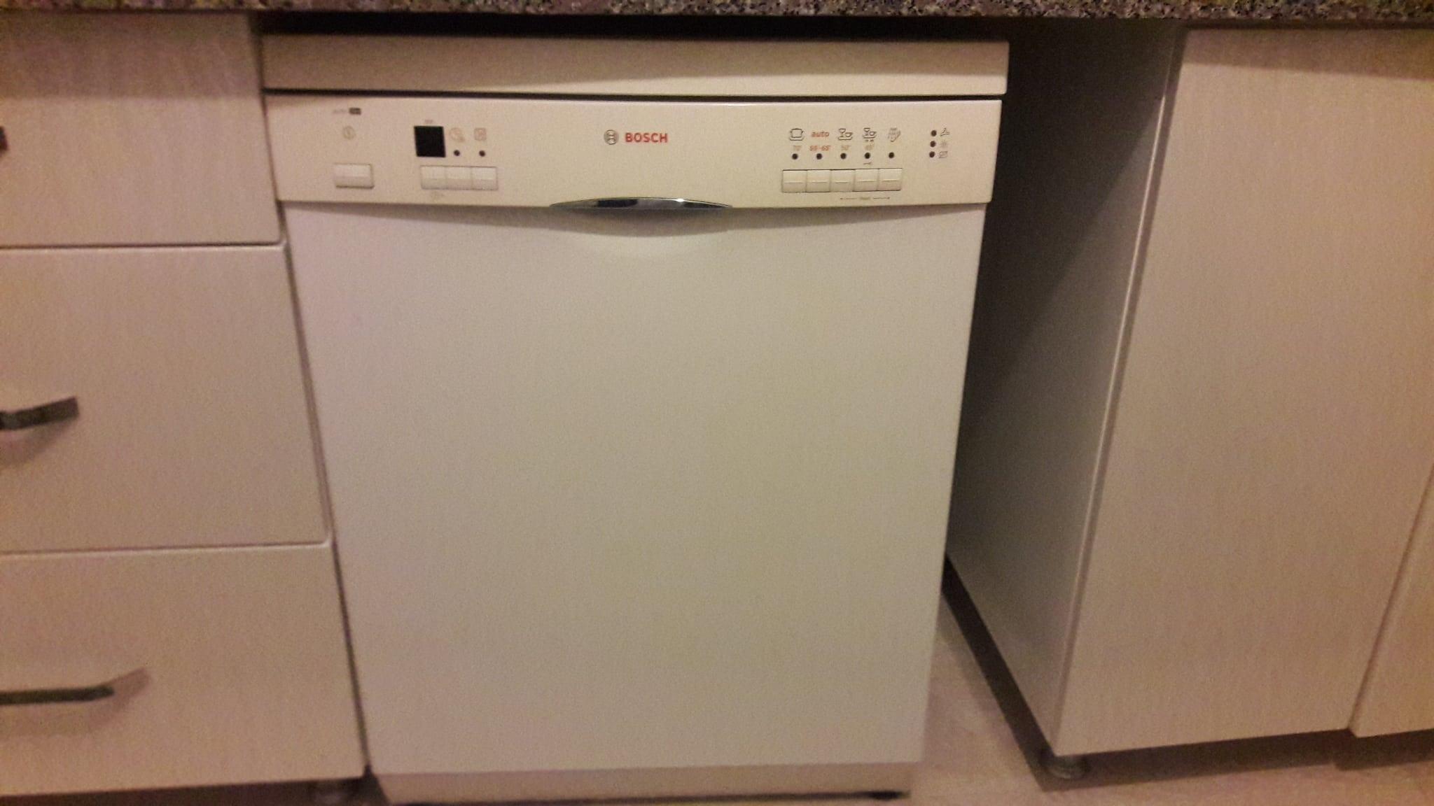 Mutfak dolabı hatalı imalatı onararak bazı kapakları tekrar yapacağız